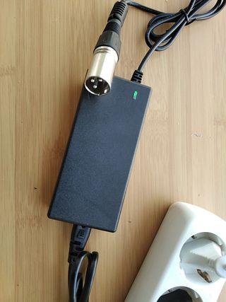 Cargador batería litio 36V