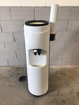 Dispensador o fuente de agua fria
