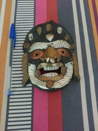 Máscara artesanal.
