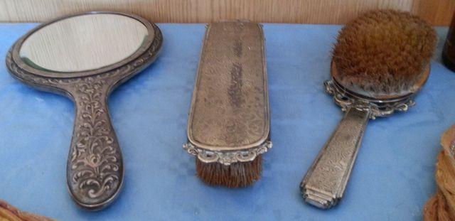 Cepillos y espejo de mano.Conjunto tocador años 60