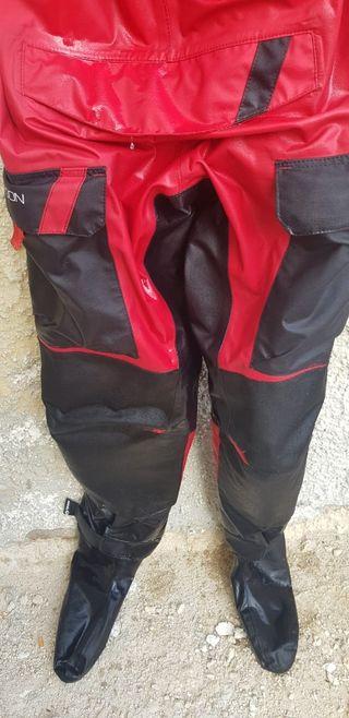 traje seco typhoon
