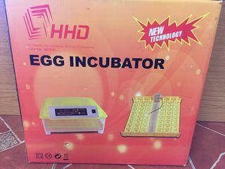 Incubadora automática 56 huevos