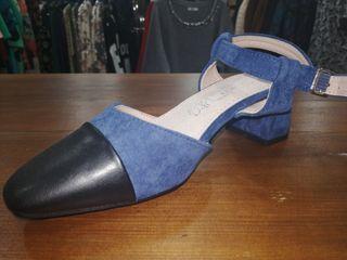 Zapato tacón bajo azul
