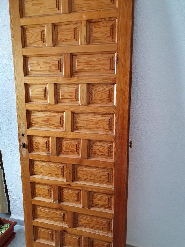 puerta madera maciza