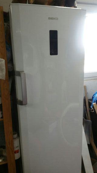 "Congelador Vertical ""Beko"""