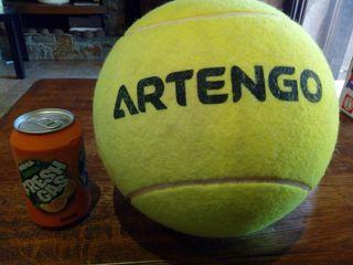 pelota de tenis grande