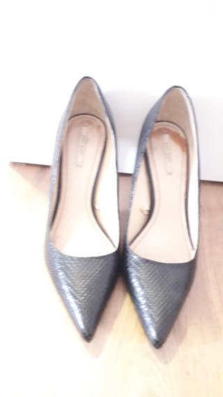 Zapato de salón Zara Negro