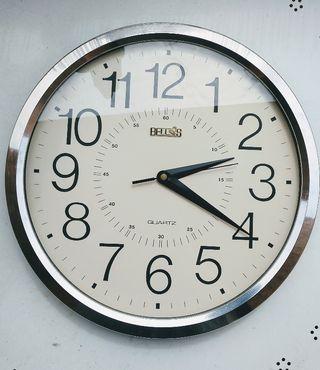 reloj de pared cuarzo cromo y blanco