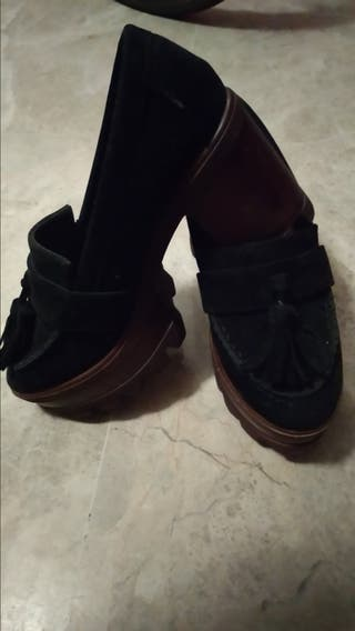 zapatos con tacón grueso