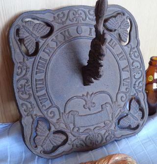 Reloj de Sol. En hierro en estilo vintage. Réplica