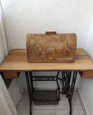 Maquin de coser a pedal WERTHEIM