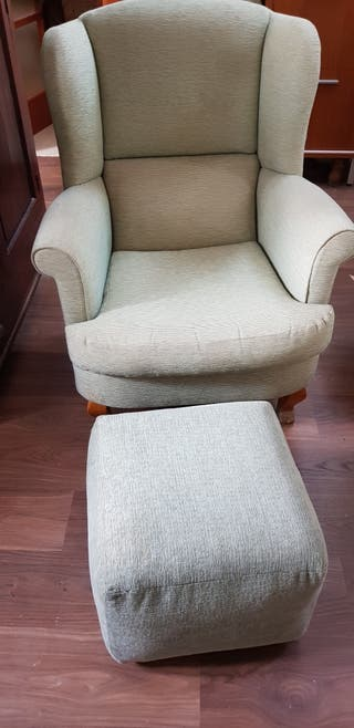 sillón orejero con reposapies