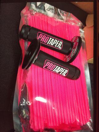 Puños y cubreradios color rosa