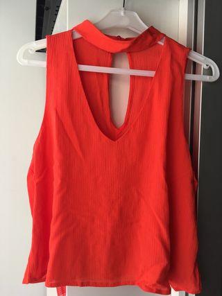 Blusa con escote color coral