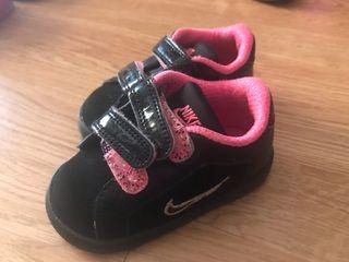 Zapatillas Nike bebé niña.