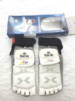 Taekwondo Daedo WTF protector pie e-foot