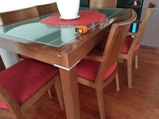 Mesa comedor extensible wengue y cristal. 5 sillas