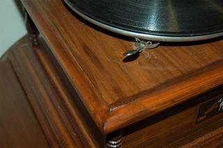 Gramófono. Estilo vintage.Restaurado y funcionando