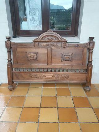 Cabezal antiguo de madera