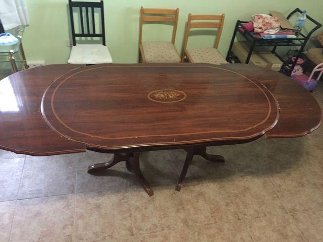 Mesa grande de comedor