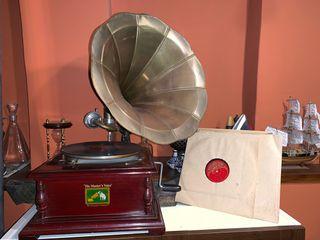 Gramófono y 7 discos funcionando perfectamente