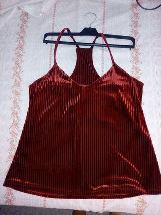 blusa aterciopelada roja