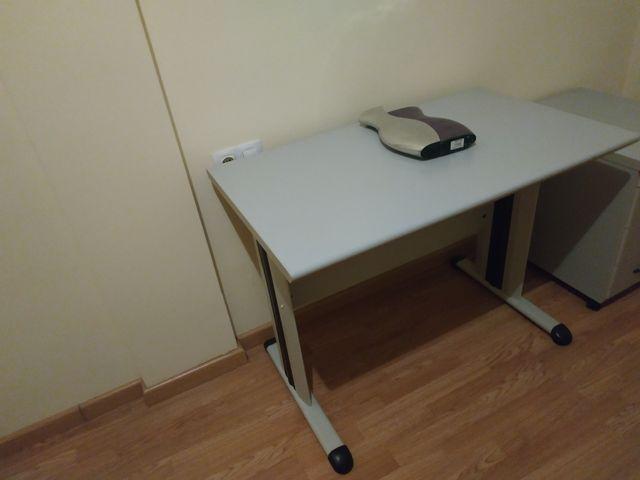 mesa y archivador