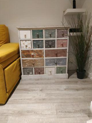 Mueble de cajones de colores