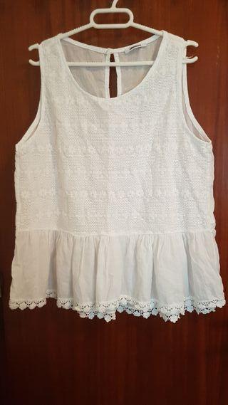 blusa blanca.