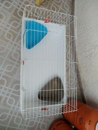 jaula para conejos blanca