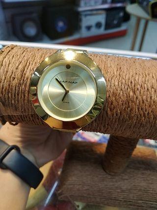 Reloj Naf Naf dorado