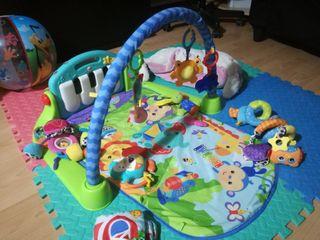 gimnasio, manta de actividades para bebe