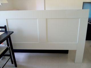 Cabecero de cama IKEA blanco, cama 1.35 cm