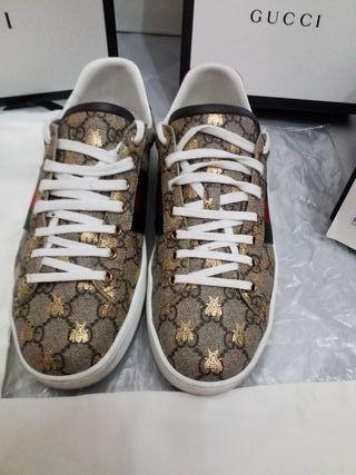 Zapatillas Gucci Ace 2019 puestas soló un evento.