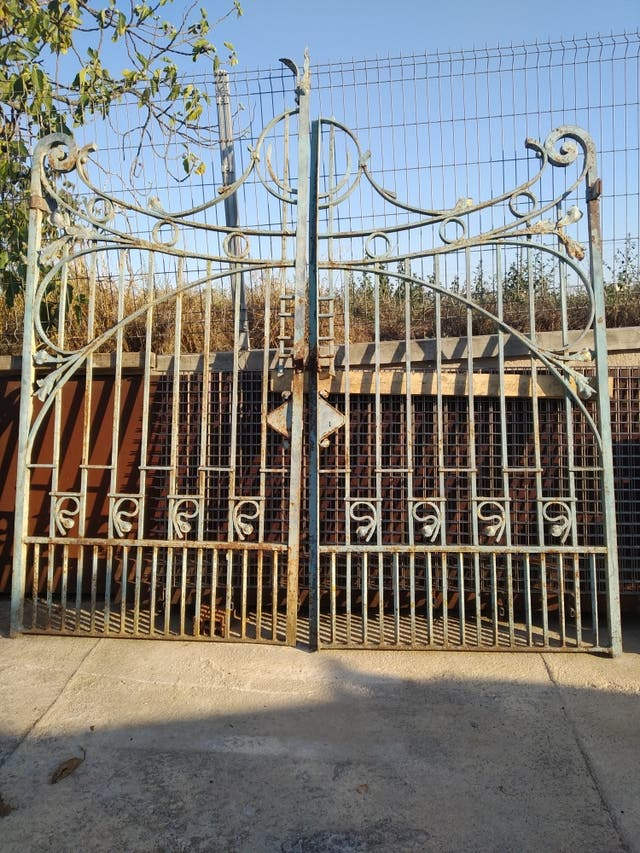 puerta antigua de hierro