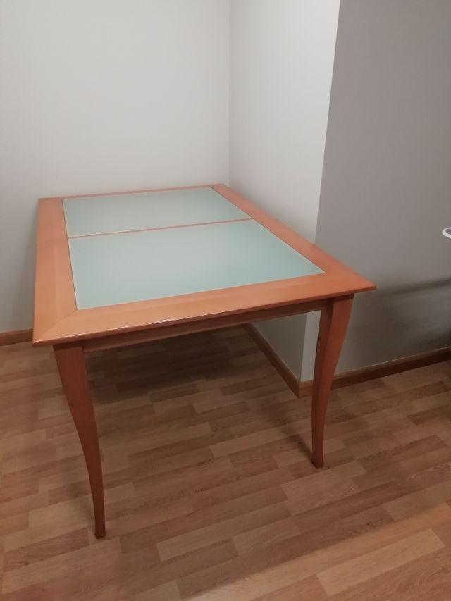 Mesa comedor más 6 sillas