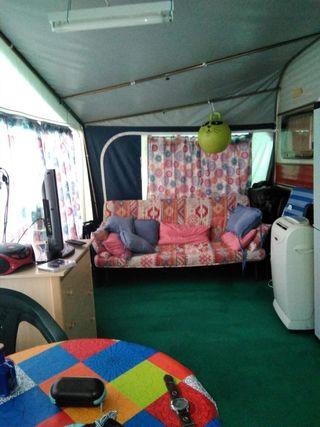 Caravana, estructura, avance y cocina camping.