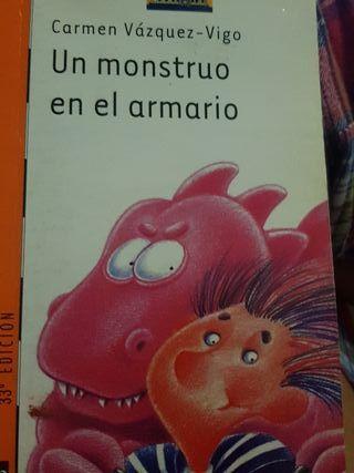 un monstruo en el armario SM para niños