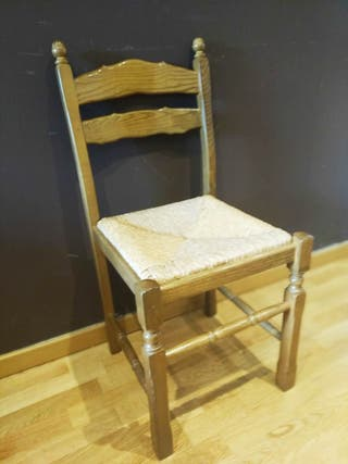 3 sillas rústicas de madera maciza.Muy comodas