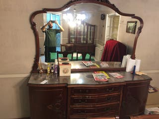 Comoda antigua con espejo