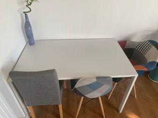 Mesa blanca comedor o estudio