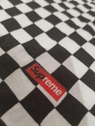 Camiseta Supreme X Hanes