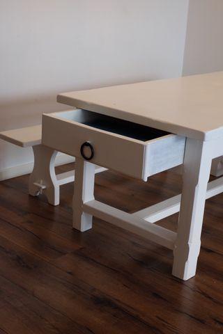 Mesa de comedor y banco de madera