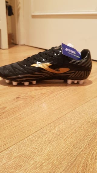 botas de futbol hierba artificial y césped narural