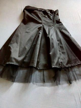 Vestido NUEVO color negro con tul.