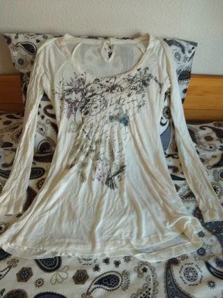 Camiseta/Blusa Stradivarius