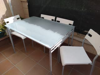 comedor mesa y cuatro sillas