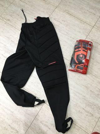 Pantalones y guantes futbol