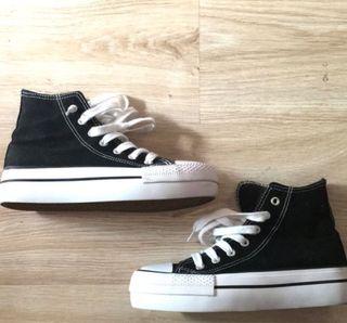 Zapatillas plataforma estilo Converse