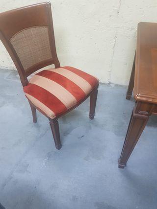 Mesa de Comedor de Caoba con 6 sillas a juego